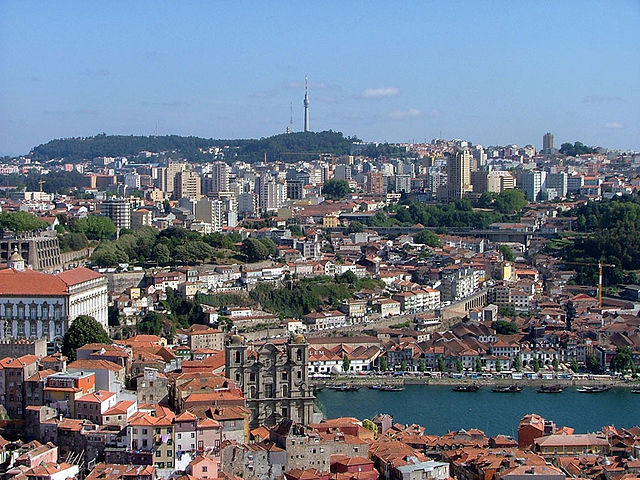 640px-Vila_Nova_de_Gaia_seen_from_Porto